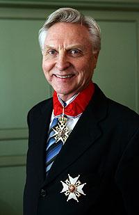 Arve Tellefsen ble forfremmet og utnevnt til kommandør med stjerne av Den Kongelige St. Olavs Orden for fortjeneste for norsk musikkliv under en tilstelning i hotell Continental i Oslo tirsdag. Foto: Erlend Aas / SCANPIX