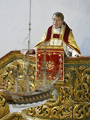 Når du kommer i kirka vet du at presten har et spesielt uttrykk, og det gir trygghet og ro. På bildet ser vi Biskop Gunnar Stålsett. Foto: Håkon Mosvold Larsen / SCANPIX