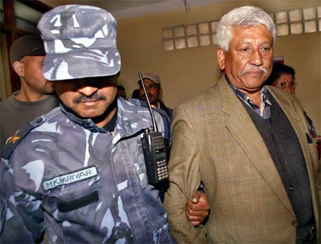 Opposisjonspolitikeren Arjun Narshing K.C. ble i går arrestert for å ha deltatt i planleggingen av en fredelig demonstrasjon i morgen mot kongen. Foto: Reuters/Scanpix.