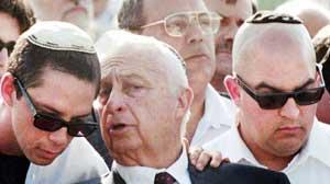 Ariel Sharon med sønnene Gilad (t.h) og Omri. Foto: AFP/Scanpix.