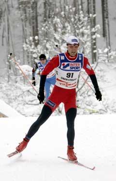 Ole Einar Bjørndalen i aksjon på 15 kilometeren. (Foto: Terje Bendiksby / SCANPIX)