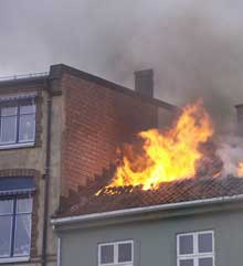 Politiet i Halden utelukker ikke at brannen i Festningsgata 29 den 18. februar i år var påsatt, og etterlyser nå vitner. Foto: Rainer Prang, NRK.