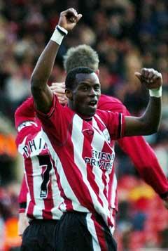 Southamptons Henri Camara feirer 1-0-målet. (Foto: AP/Scanpix)