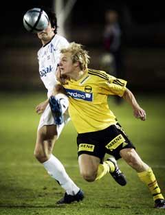 Lillestrøms Magnus Myklebust (t.h.) i duell med Odd Grenlands Per Nilson. (Foto: Tor Richardsen / SCANPIX)