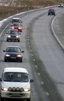 E6 er smal og dårlig gjennom Bohuslän og det har vært uttallige ulykker på strekningen. Nå ser det ut til at den svenske regjeringen bevilger penger nok, slik at veien står ferdig frem til grensen i 2009. Foto: Rainer Prang, NRK