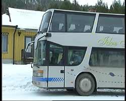 Bussen ble stoppet her i Hylleråsen i Engerdal. (Foto: Jørn Nordli, NRK)