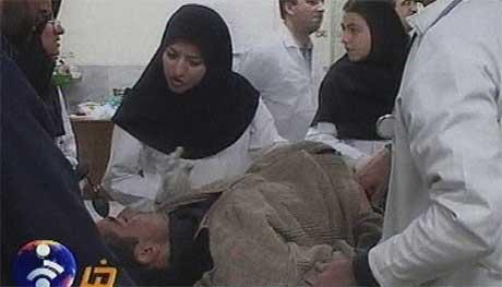 Bilder fra iransk TV viser store ødeleggelser og mange skadde. Dette bildet er fra et sykehus i Kerman-provinsen. (Foto: IRINN TV/AP/Scanpix)