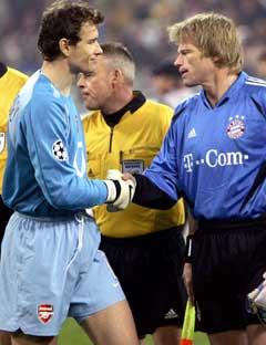 De to lagenes tyske landslagskeepere Oliver Kahn og Jens Lehman hilste på hverandre før kampen. (Foto: Reuters/Scanpix)
