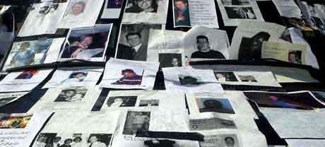Bilder av savnede etter 11.september. (AP)