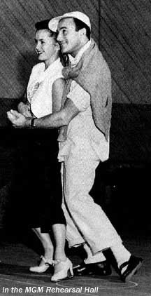- Å spille inn dansescener med Gene er noe av det tøffeste jeg har gjort sa Debbie. Her øver de to i BMG studios i Hollywood. (Foto: Debbie Reynolds official website)