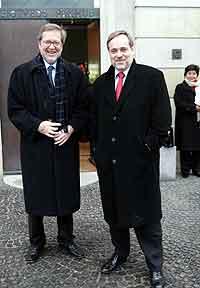 Utenriksminister Jan Petersen fikk høre om vedtaket i et møte med sin danske kollega Per Stig Møller i København. Foto: Foto: Jens Nørgaard Larsen / SCANPIX