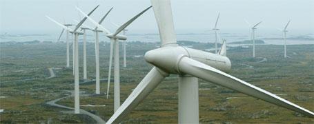 Vindkraftparken har fem vindmøller som ruver 76 meter over bakken og veier 86 tonn hver. De ble produsert i Danmark og transportert på 19 trailere til Mehuken. (Ill.foto)