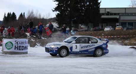 Thomas Kulberg vant årets Rally Finnskog, her i fartsetappen i Kongsvinger sentrum.