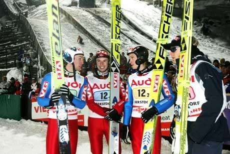 De norske hopperene tok bronse i lørdagens laghopping i ski-VM i Oberstdorf. Her fra venstre: Sigurd Pettersen, Roar Ljøkelsøy, Lars Bystøl og Bjørn Einar Romøren. (Foto: Terje Bendiksby / SCANPIX)