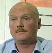 Legemiddelfirmaet GlaxoSmithKline og administrerende direktør Åge Nærdal mener at bruken av nye anti-depressivaer som Seroxat har bidratt til å få ned selvmordstallene i Norge.