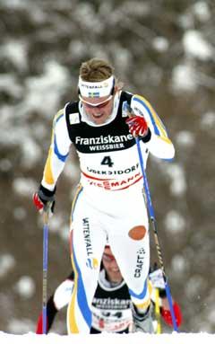 Mathias Fredriksson på jaktstarten i VM. (Foto: AP/Scanpix)