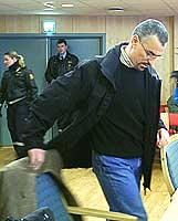 Brahim Bouteraa ankommer rettssalen mandag morgen. Foto: Ivar Jensen, NRK
