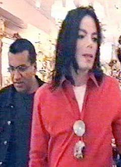 """Martin Bashir, som fulgte Michael Jackson i dokumentaren """"Living With Michael Jackson"""", kan bli første vitne i rettssaken. Foto: Granada TV / AP Photo."""
