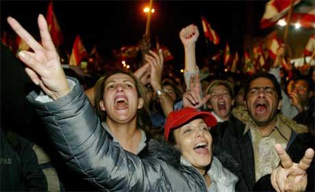 Nyheten om Karamis avgang ble mottatt med jubel (Scanpix/Reuters)