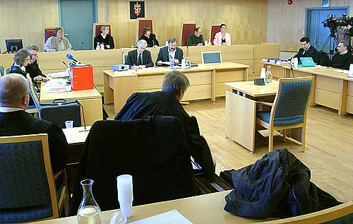 Fra åpningen av rettsaken mot Brahim Bouteraa (helt til høyre). Foto: Ivar Jensen, NRK.