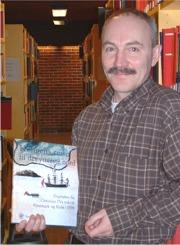 Rune Blix Hagen med boka som kom ut i november