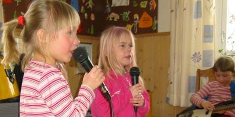 Barna i Sagatun barnehage i Hamar inponerte både ordføreren og barnehagesjefen med rockekonsert i dag.