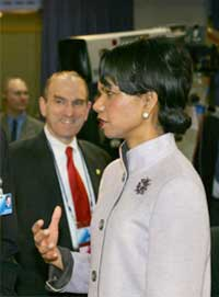 GIR STØTTE:- Libanon er på riktig vei, meldte USAs utenriksminister Condoleezza Rica fra London. Foto: Scanpix/AP.