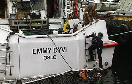 Reddet seg selv: Mannskapet på «Emmy Dyvi» klarte selv å få kontroll over lekkasjen (Foto: Kjell Jøran Hansen)