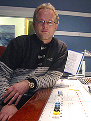 NRKs tekniker Morten Lyen har ikke kjøpt lodd, og han har ingen anelse om hvordan han har blitt med i Loteria Primitiva. Foto: Per Kristian Johansen, NRK