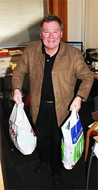 En bærepose til Alle tiders blinkskudd og en til Norsktoppen. Jeg er litt berømt for mitt bærepose-system, ler Vidar Lønn-Arnesen.(Foto: Jon-Annar Fordal)