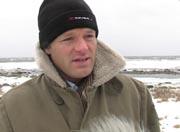 Surfer Markus Allen i Sandefjord Brettseilerklubb vil ikke anmode klubbmedlemmene om å la være å surfe i området