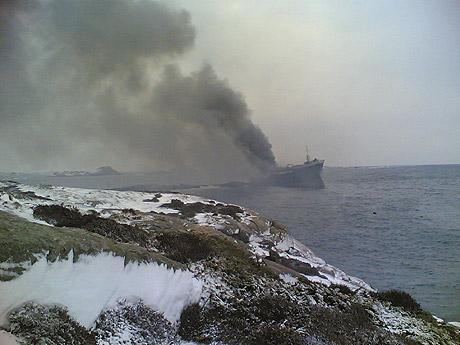 Fjord Champion i brann ved Uvår (foto: NRK Sørlandet)
