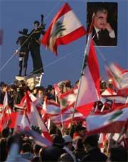 FEIRET: Etter talen brøt jubelen løs i Beiruts gater. Foto: AP/Scanpix.