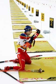Ole Einar Bjørndalen kom først inn til hver skyting. (Foto: Heiko Junge / SCANPIX)