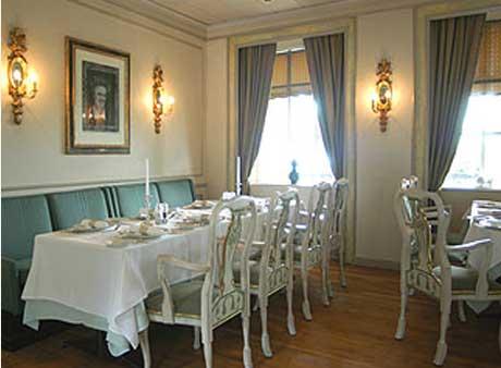 I Munch café på Refsnes gods kan gjestene spise blant sju verker av Edvard Munch. Foto: Refsnes gods