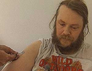 «Stig Jonny» får en sprøyte med medisinen Procren, som har tatt fra ham sexdriften.