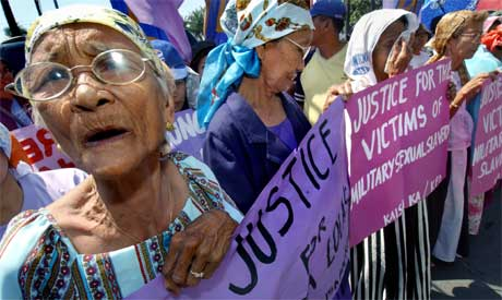 Filippinske kvinner som var sex-slaver for japanere demonstrerte i Manila. (Foto: Scanpix / AFP)