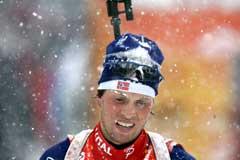 Stian Eckhoff i snødrevet i Hochfilzen. (Foto: Heiko Junge / SCANPIX)