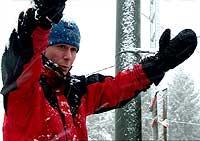 Morten Mørk er en av dem som står bak flyvarslingssystemet (Foto: NRK)