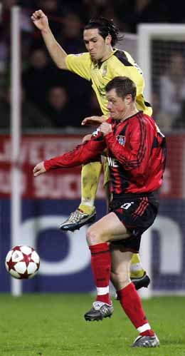 Luis Garcia (i gult) scoret to av Liverpools mål mot Leverkusen. (Foto: Scanpix)