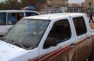 Drapsmennene sendte et kuleregn mot bilen politimesteren satt i. (Foto: aptn)