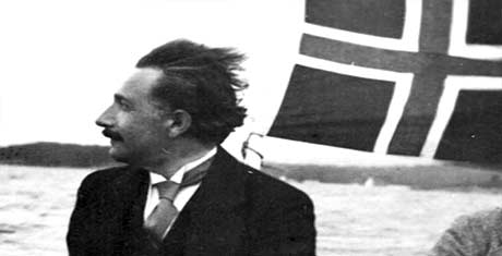 Albert med vind i håret i Norge. Fotograf: Halvor Rosendahl. Copyright: Naturhistorisk museum, Universitet i Oslo.