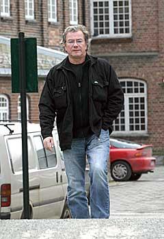 Åge Aleksandersen må ta en pause fra spillejobber i Danmark. Foto: Arne Kristian Gansmo, NRK.