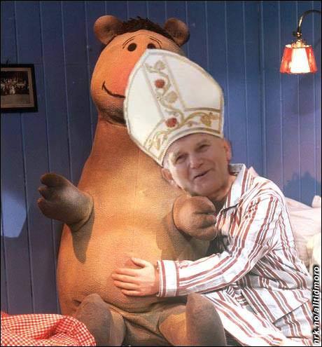 - Du paven, kan ikke du ta av deg hatten, jeg ser ikke TVen... (Innsendt av Kenth A. Engh)