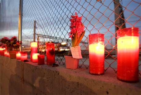 I dag minnes Spania 191 mennesker som mistet livet i terror-aksjonene i Madrid for ett år siden.(Foto:AP/Jasper Juinen)