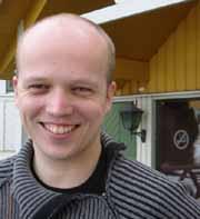 Stortingskandidat Trygve Slagsvold Vedum fra Hedmark sier målet om likestilling mellom homofile og hetrofiles adopsjonsmuligheter fortsatt ligger fast. (Foto: NRK)