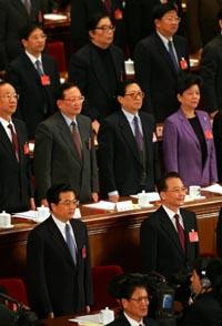 President Hu Jintao nederst t.v. og statsminister Wen Jiabao t.h. under åpningen av Folkekongressen i Beijing i natt. (Foto: G.Baker, AP)