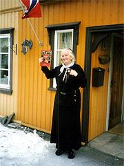 Når hun ikke reiser, holder Inger Tragethon til i en sjarmerende del av Kongsberg. Foto: Haakon D Blaauw
