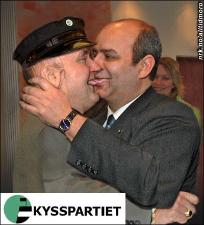 Steinar Bastesen gratulerte den nye partilederen på tradisjonelt vis, med litt mainnkos. (Alltid Moro) Originalfoto: Erik Veigård / SCANPIX
