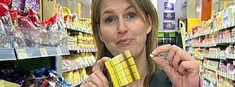 Lacryl inneholder C-vitaminer, men du må spise fire esker for å i deg like mye som denne tabletten. (Foto: NRK)